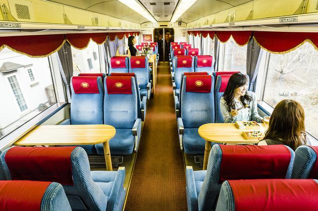画像: ワインバレー列車のデザイン