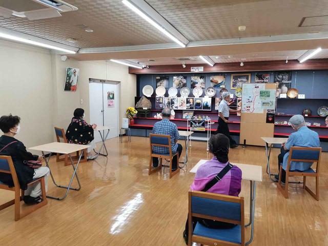 画像: 九谷焼専門店「九谷満月」(弊社添乗員撮影)