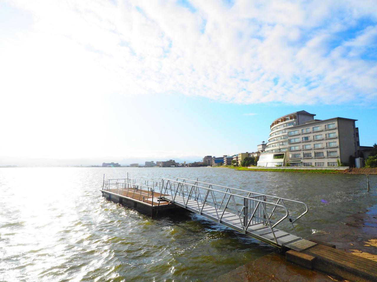 画像: 柴山潟に面した佳水郷(弊社添乗員撮影)