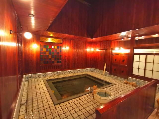 画像: 明治の総湯を再現した古総湯(弊社添乗員撮影)
