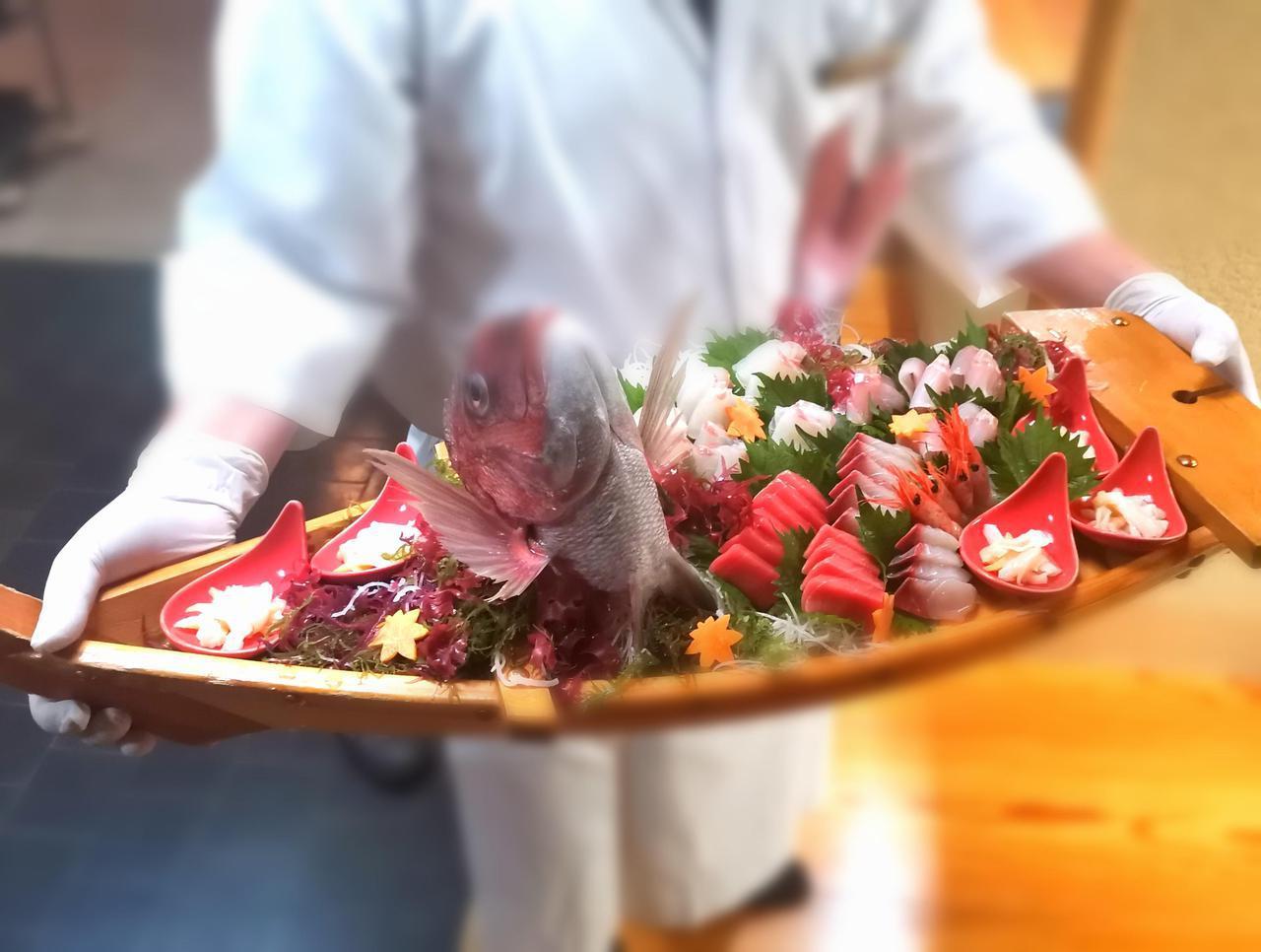 画像: 日本海で獲れた海の幸(弊社添乗員撮影)