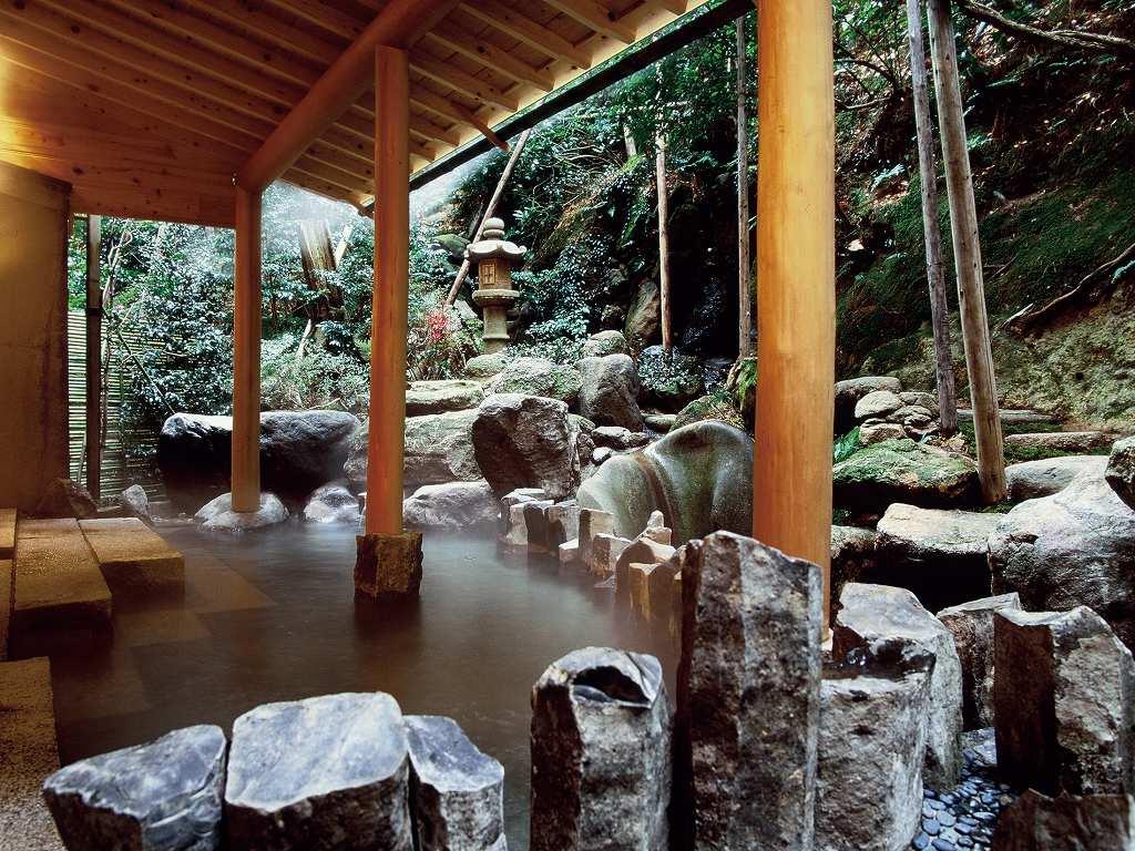 画像: 大浴場露天風呂(旅館提供)