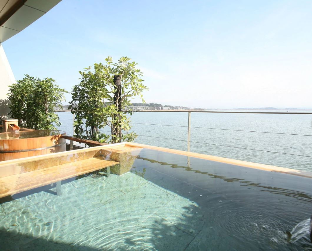 画像: 大浴場・たまゆらの湯からの眺め(ホテル提供)