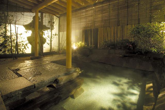 画像: 大浴場「瑠璃光」(旅館提供)