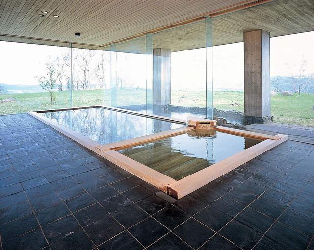 画像: 数寄屋造りの浴場「山泉」 (イメージ/画像提供:ザ・ウィンザーホテル洞爺)