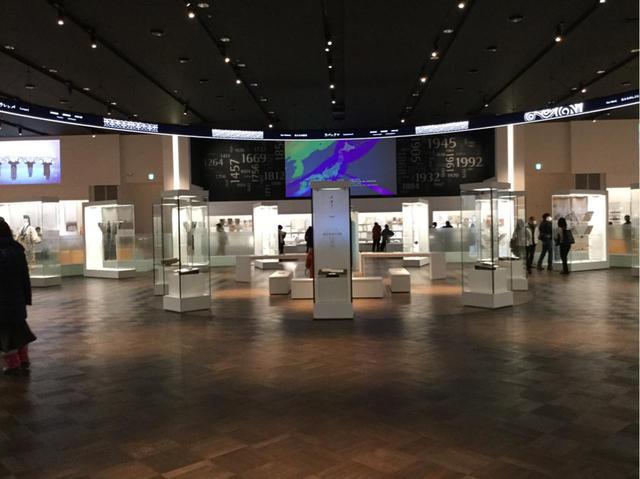 画像: 国立アイヌ民族博物館入口 (弊社添乗員撮影)