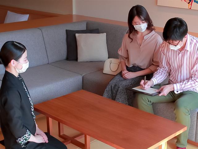 画像: 客室チェックインの様子 (イメージ/画像提供:星野リゾート 界 津軽)