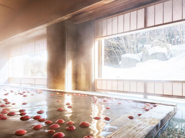 画像: 大浴場「青森ヒバの湯殿」 (イメージ/画像提供:星野リゾート 界 津軽)