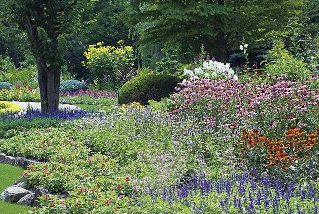 画像: ラ・カスタ・ナチュラルヒーリングガーデン(イメージ) おとぎ話の様な風景が広がる英国式庭園。完全予約制のガーデンをゆっくりと散策。あなただけのオリジナルフレグランス作り体験も(無料)