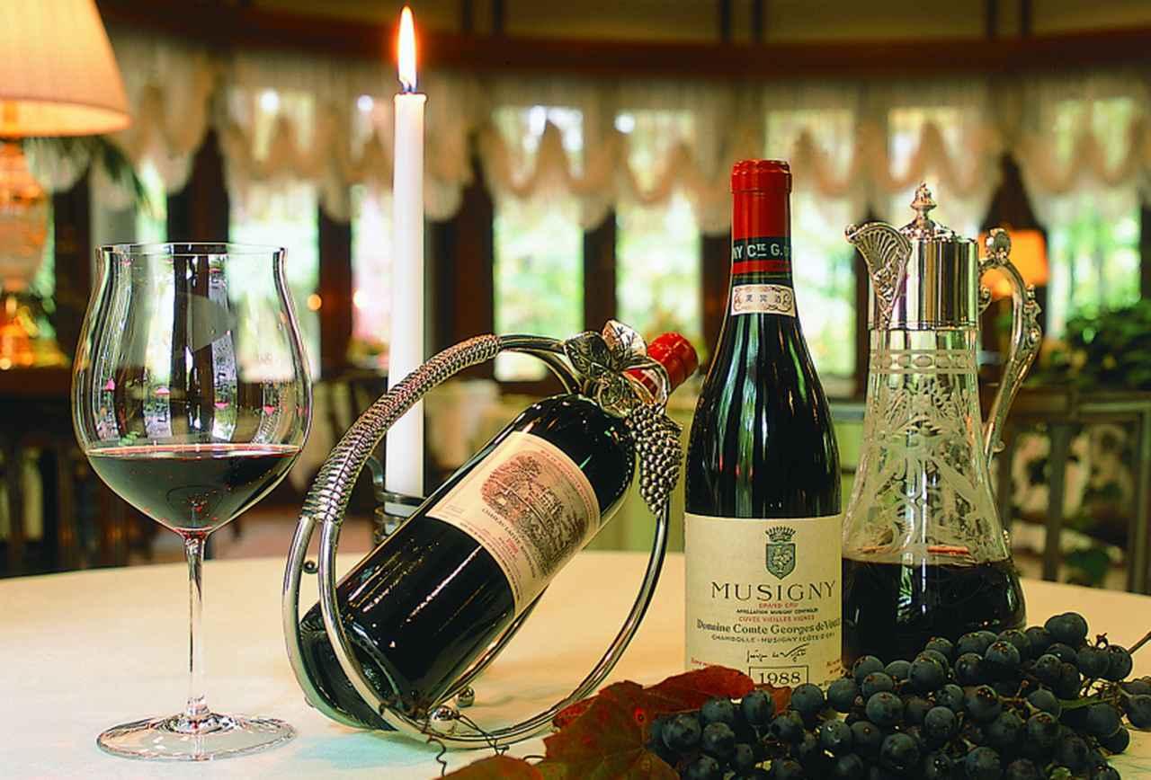 画像: ラ・ネージュ東館 ワイン(イメージ) 洞爺湖サミットでも活躍された専属ソムリエが選ぶ至極の一杯を、時間を気にせず楽しむのもいいですね。