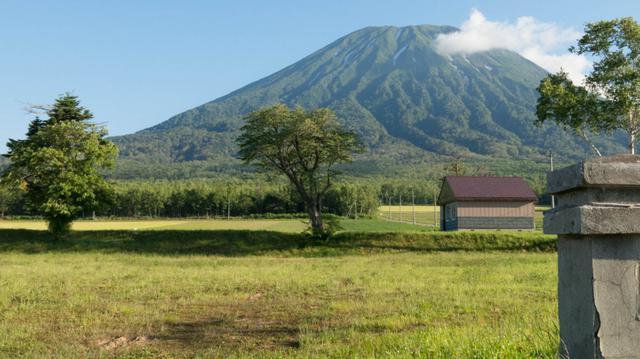 画像: 羊蹄山を望む俱知安町の風景(俱知安町観光案内所公式サイトより) www.niseko.co.jp