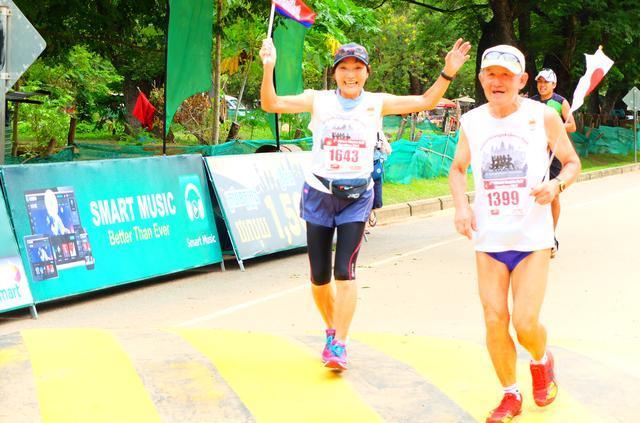画像8: 8月6日マラソン大会当日 日中暑いアンコールワットエンパイアマラソンは早朝スタート。