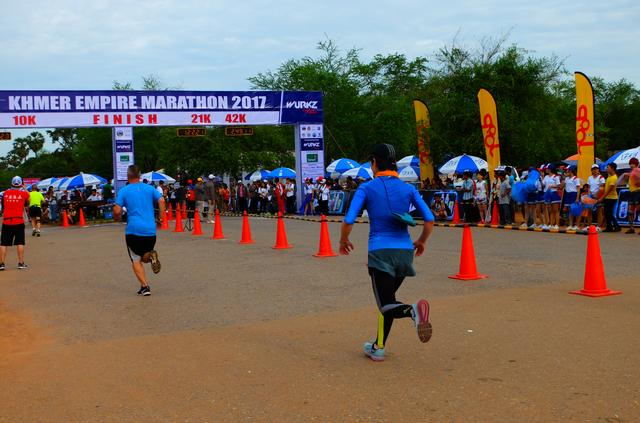 画像6: 8月6日マラソン大会当日 日中暑いアンコールワットエンパイアマラソンは早朝スタート。