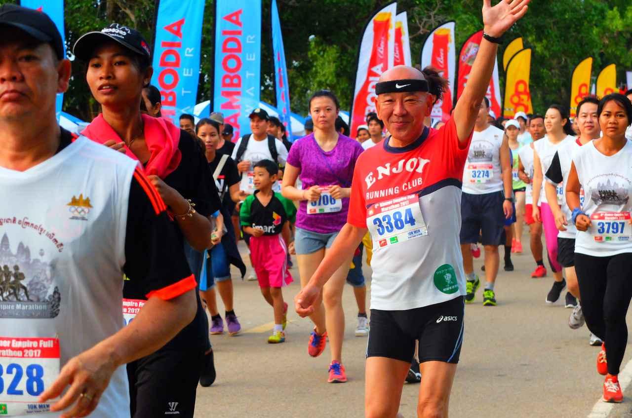 画像5: 8月6日マラソン大会当日 日中暑いアンコールワットエンパイアマラソンは早朝スタート。
