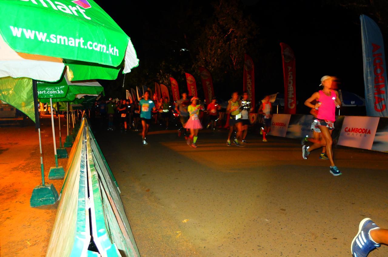 画像3: 8月6日マラソン大会当日 日中暑いアンコールワットエンパイアマラソンは早朝スタート。