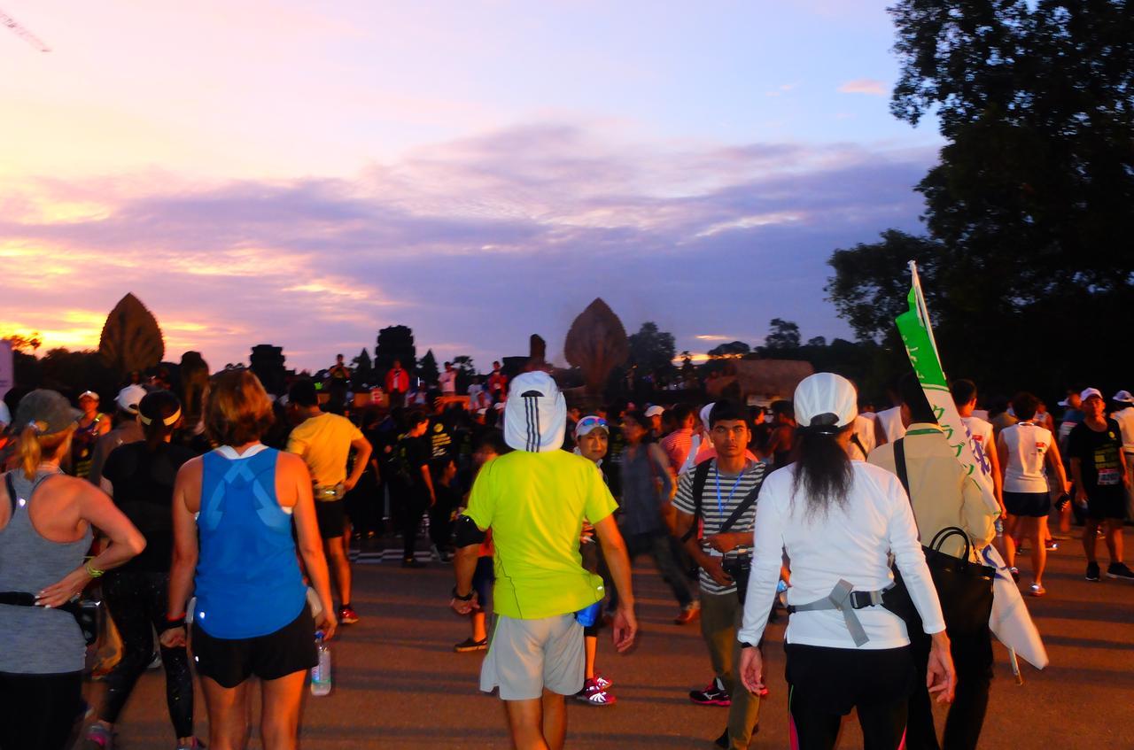 画像4: 8月6日マラソン大会当日 日中暑いアンコールワットエンパイアマラソンは早朝スタート。