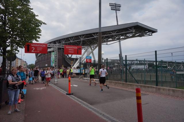 画像9: マラソン大会はなんと驚きの午後3時スタート。