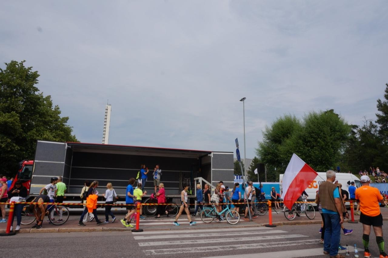 画像4: マラソン大会はなんと驚きの午後3時スタート。