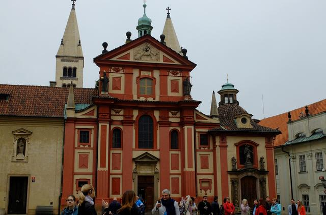 画像5: プラハ城にある聖ヴィート教会から旧市街まで石畳みの中世趣きのある街並み