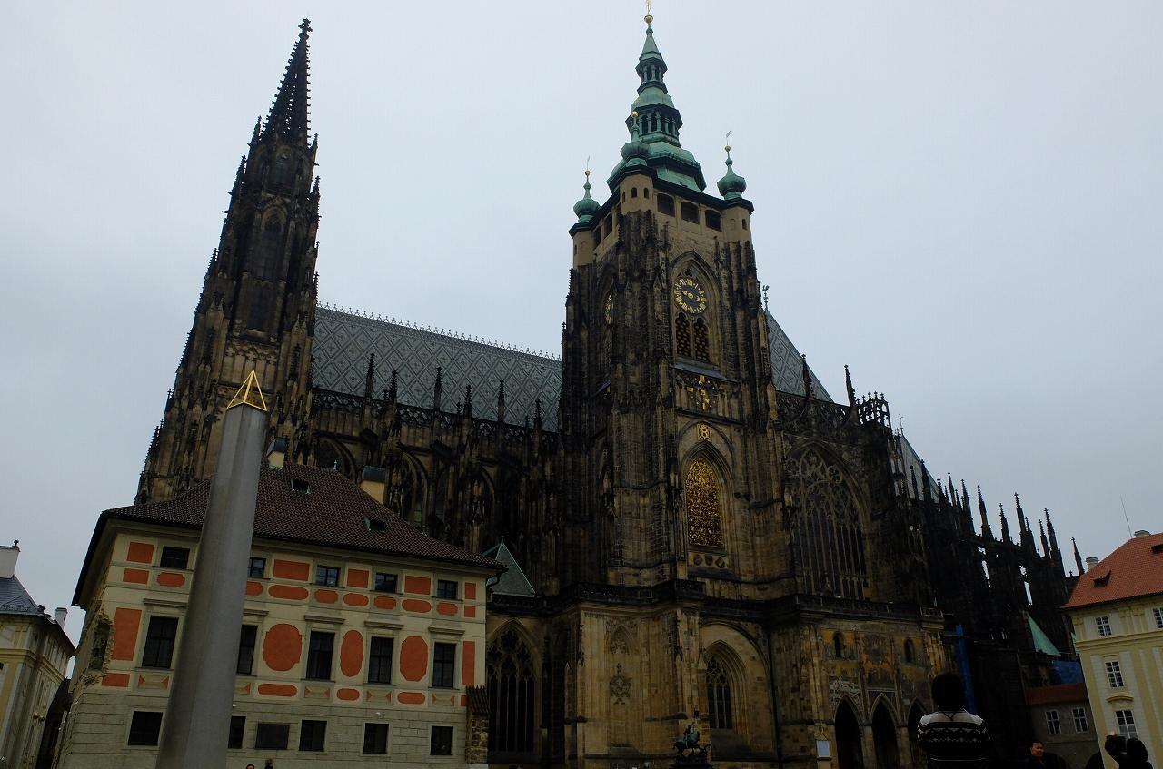 画像4: プラハ城にある聖ヴィート教会から旧市街まで石畳みの中世趣きのある街並み