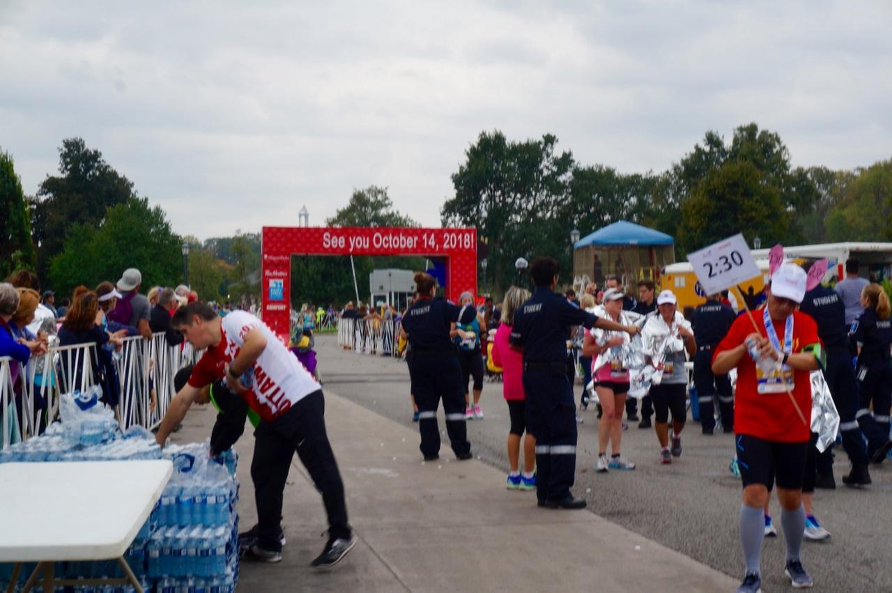 画像8: おすすめは国境越えのフルマラソン。レベルに合わせて選べる4種目