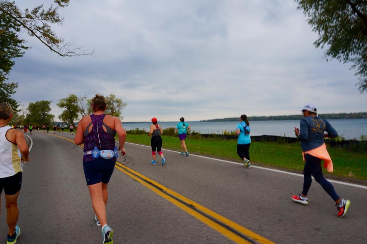 画像4: おすすめは国境越えのフルマラソン。レベルに合わせて選べる4種目