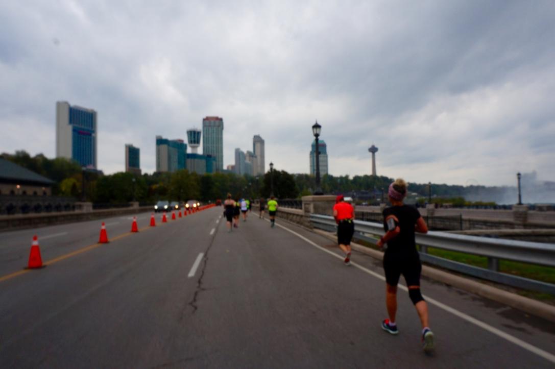 画像7: おすすめは国境越えのフルマラソン。レベルに合わせて選べる4種目