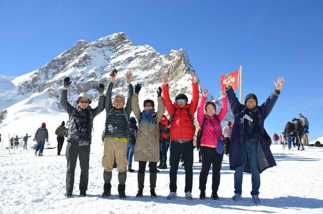 画像17: ツアーは6日間コース8日間の2パターン。 どちらもスイスインターナショナルエアラインズの直行便でチューリッヒへ