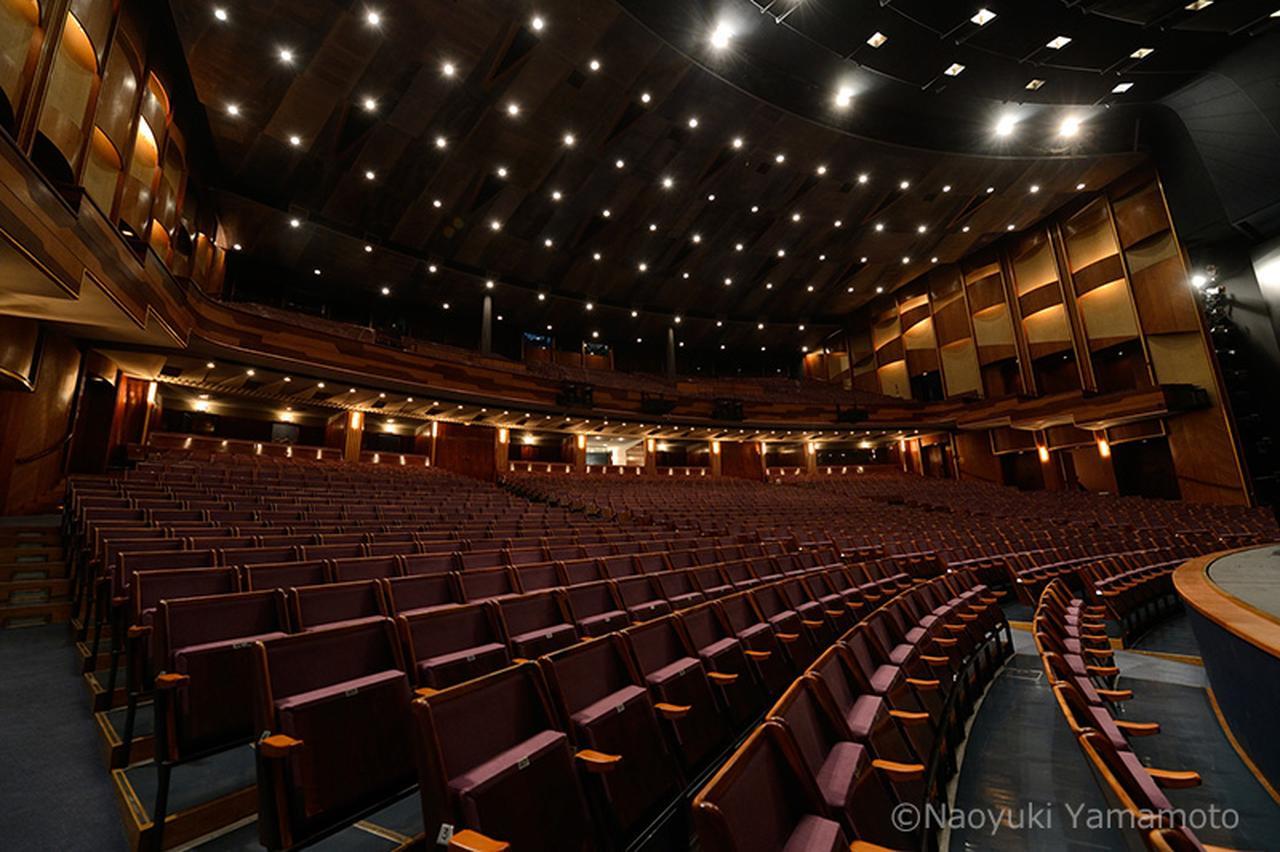 画像: 祝祭大劇場内部