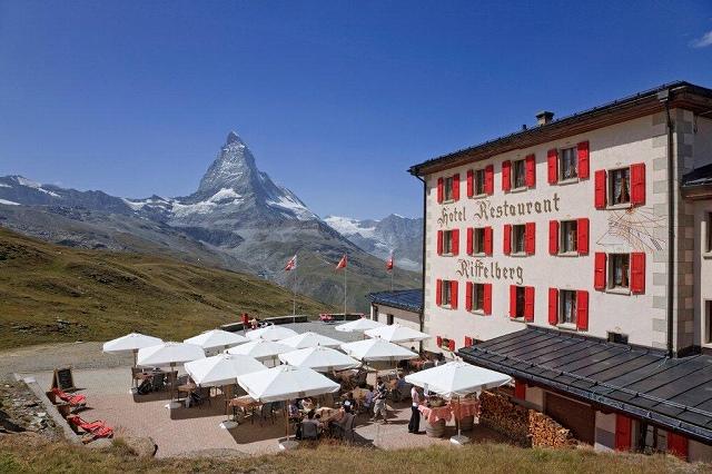 画像: 【26782】<ハイク初級>『2つの絶景展望ホテルに泊まるヨーロッパアルプス3つの名峰花のハイキング 9日間』 2都市2連泊/バス1名2席利用/最大22名|クラブツーリズム