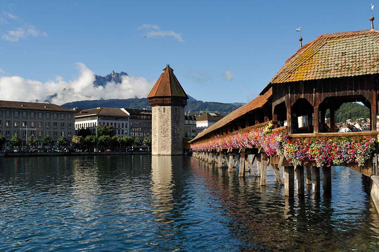 画像: 森と湖に囲まれたスイスで最も美しいといわれる湖畔のリゾート地ルツェルン