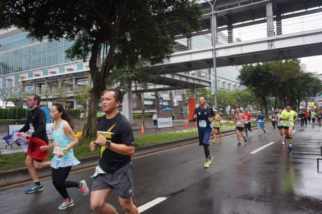 画像8: 【地球を走ろう】リピーター多数!走りやすい高速コース 台北マラソンツアー 大会レポート