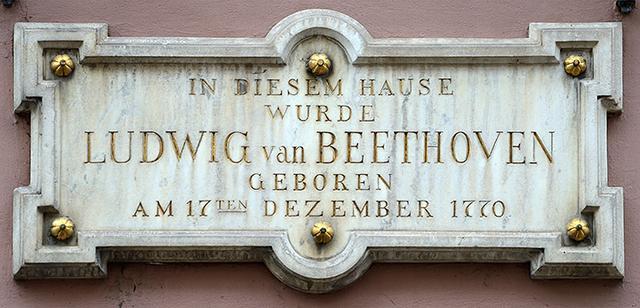 画像: ベートーヴェン生家銘板・・・「1770年12月17日にこの家で生まれた」
