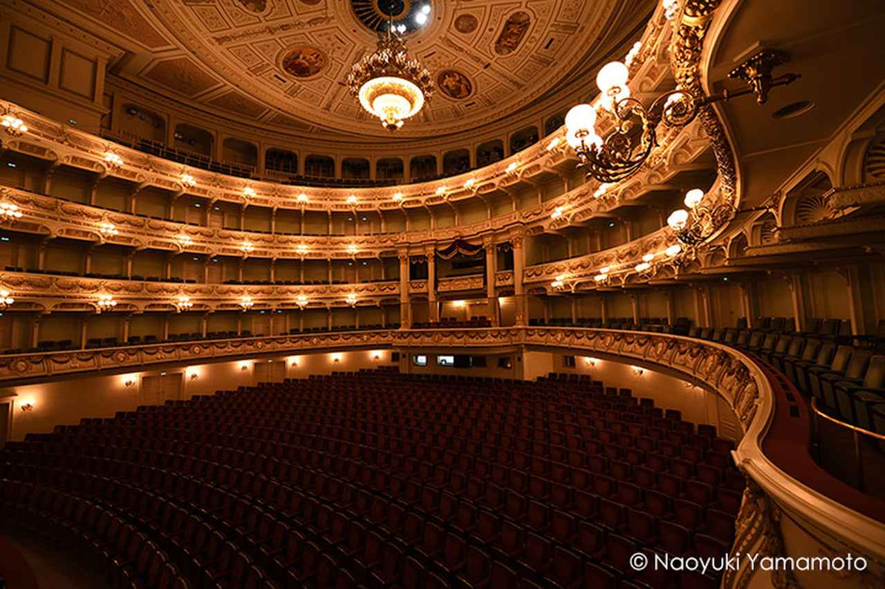 画像: 伝統的な最も美しい歌劇場といわれるゼンパー歌劇場