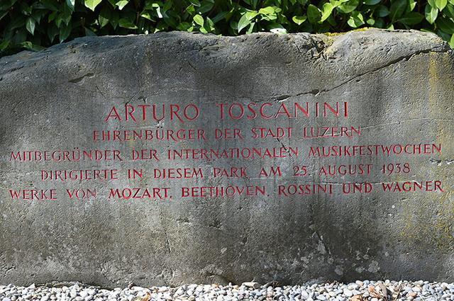 画像: 1938年8月25日に催された演奏会を記した記念碑
