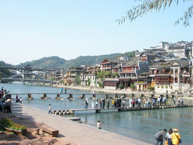 画像: 鳳凰古城観光 跳石