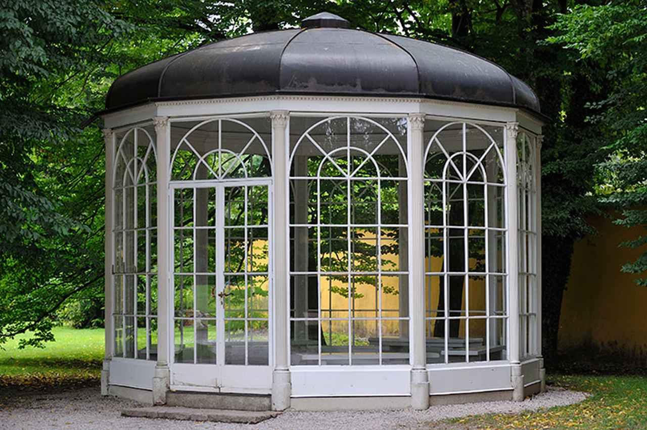 画像: 人気観光スポットであるヘルブルン宮殿の庭園にある「あずまや」