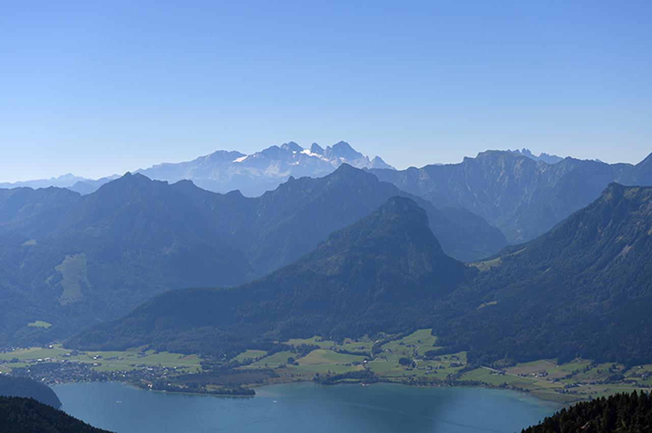 画像: 山頂から世界遺産ダッハシュタイン連峰を望む