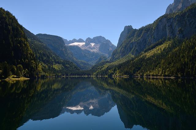 画像: ゴーザウ湖とダッハシュタイン山塊
