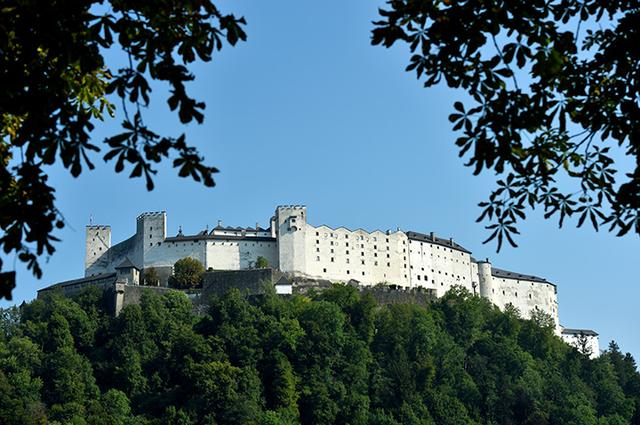 画像: 裏側から眺めたホーエンザルツブルク城