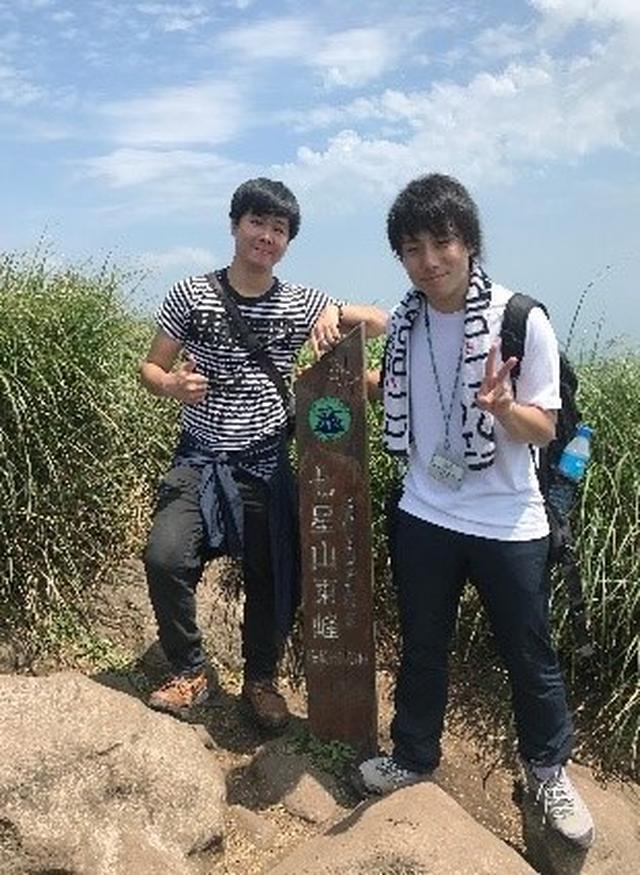 画像: 新野添乗員(右)と現地ガイドさん(左)