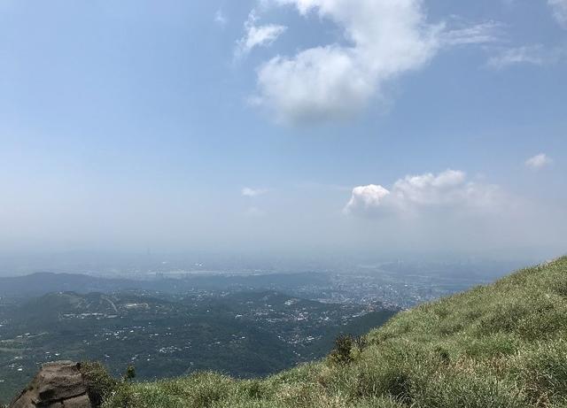 画像: 七星山(陽名山)ハイキング山頂