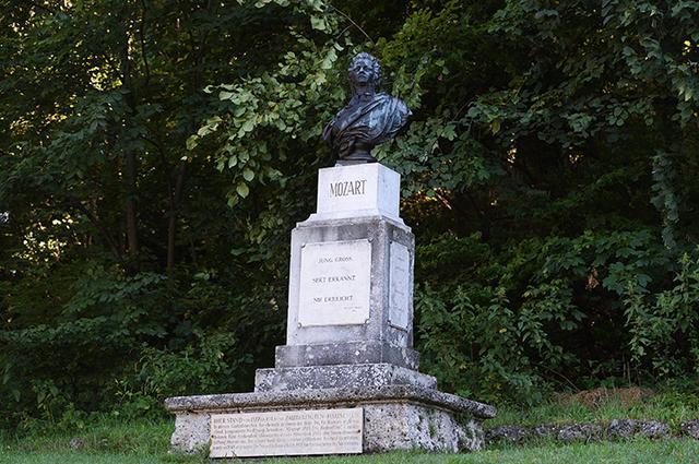画像: カプチーナ山にあるモーツァルト胸像