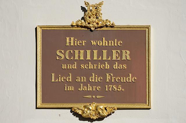 画像: 1785年、シラーはここで「歓喜に寄す」を書いた、と記した銘板