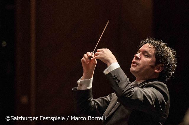 画像: 2014年ザルツブルク音楽祭でウィーン・フィルを指揮するドゥダメル