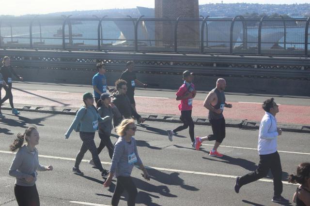 画像6: 続いて午前7時05分 フルマラソンスタート!