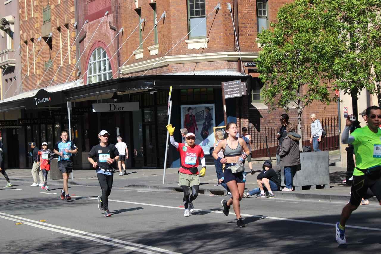 画像9: 続いて午前7時05分 フルマラソンスタート!