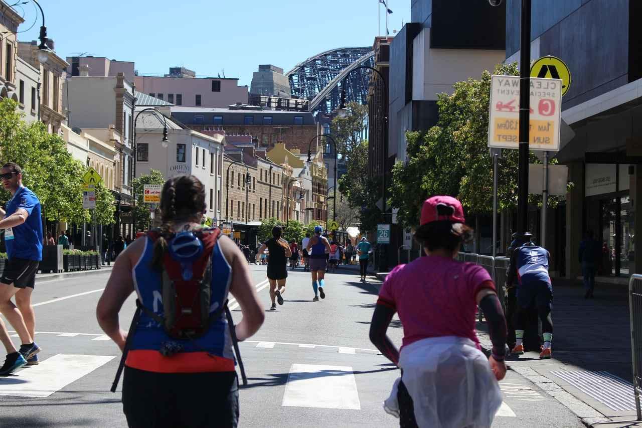 画像12: 続いて午前7時05分 フルマラソンスタート!