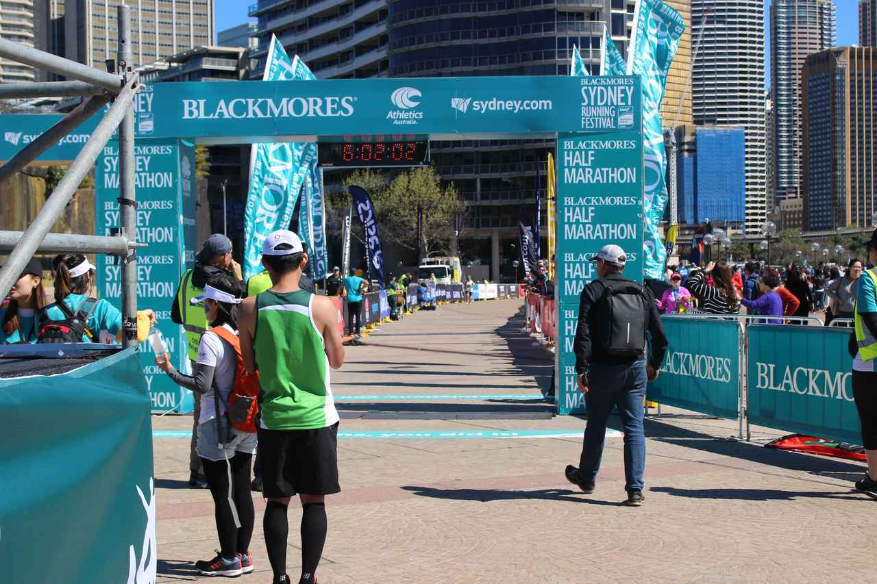 画像19: 続いて午前7時05分 フルマラソンスタート!