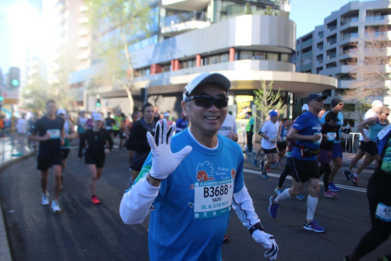 画像4: 続いて午前7時05分 フルマラソンスタート!